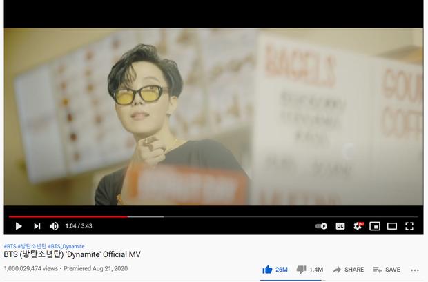 MV Dynamite chỉ mất hơn 7 tháng để cán mốc 1 tỷ view, giúp BTS phá kỷ lục của BLACKPINK và cho toàn bộ các nhóm Kpop ngửi khói - Ảnh 1.