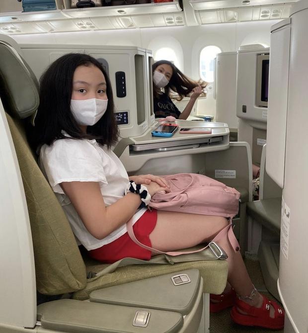 Con gái của Phượng Chanel: 18 tuổi sống sang chảnh chuẩn ái nữ nhà giàu, body nóng đến ngộp thở nhất là vòng 3 - Ảnh 12.