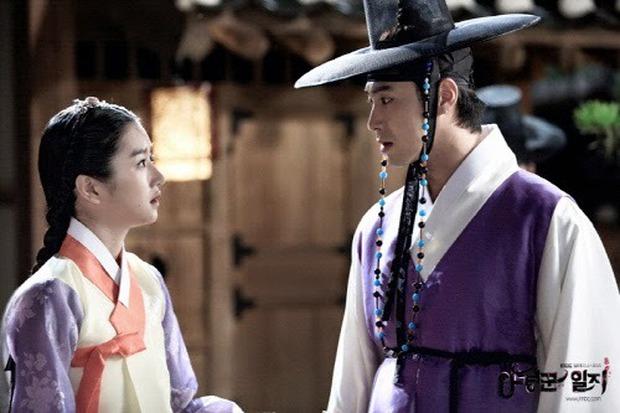 """Tình sử rối ren của """"điên nữ"""" Seo Ye Ji: Dính hint từ Yunho đến Lee Jun Ki, yêu anh họ Kim Soo Hyun rồi gây sốc vì mối tình kiểm soát chấn động - Ảnh 2."""