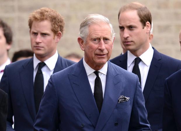Hoàng tử Harry cuối cùng đã có mặt tại Anh để chịu tang ông nội, lần đầu tiên trở về quê hương sau hơn 1 năm rời bỏ gia tộc - Ảnh 4.