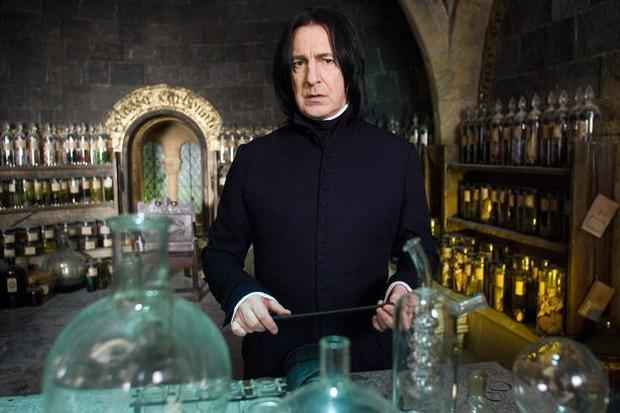 Bi kịch dàn sao Harry Potter: 4 người qua đời vì bệnh ung thư, 1 người tự tử, cả thế giới bàng hoàng vì Snape và Dumbledore ra đi - Ảnh 8.