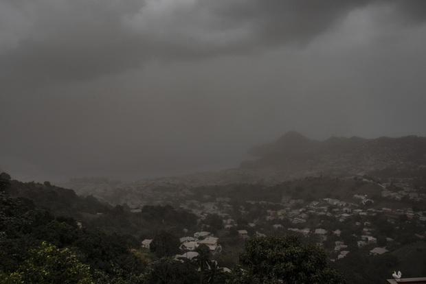 Núi lửa phun trào tại đảo quốc Saint Vincent gây mất điện, nước trên diện rộng - Ảnh 2.