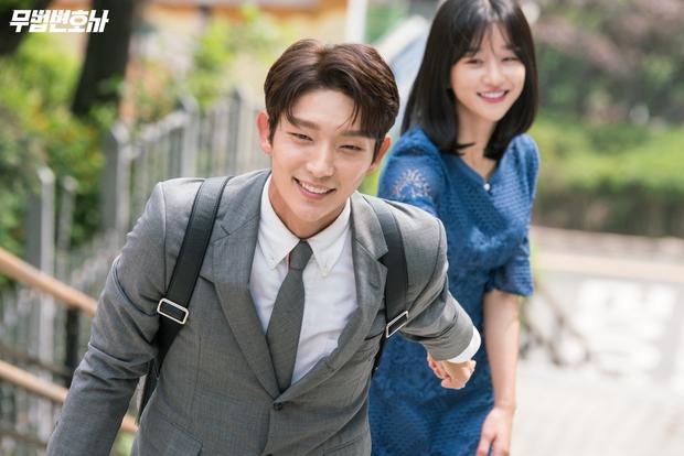 Từ cảnh giường chiếu đến hôn sâu đều diễn nhiệt tình, Seo Ye Ji lại bắt Kim Jung Hyun xa lánh bạn diễn nữ - Ảnh 2.
