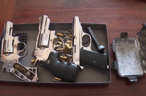 """Lên mạng mua 3 khẩu súng để… """"phòng thân"""" - Ảnh 2."""