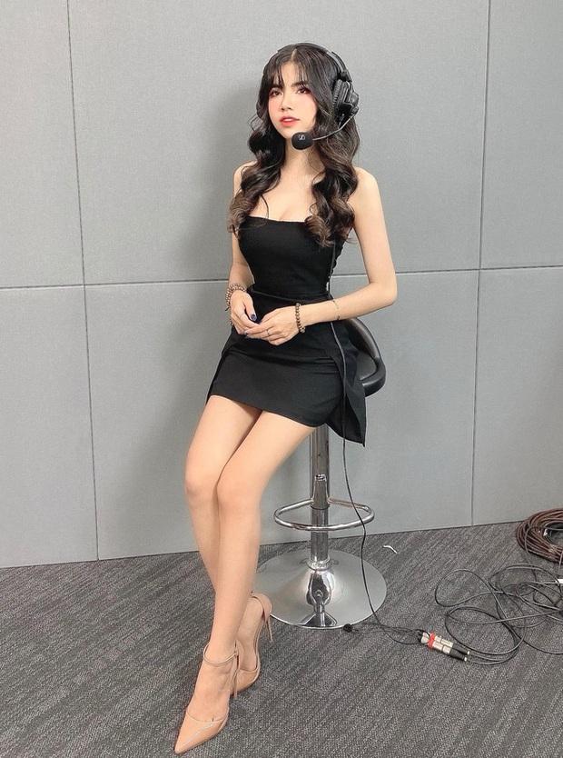Hoàn thành công việc MC, Mai Dora bất ngờ thả dáng trong bộ đồ bơi hai mảnh, fan trầm trồ không ngớt - Ảnh 2.