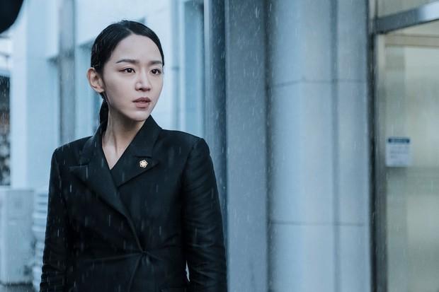 Shin Hye Sun ẵm hai đề cử Baeksang dù Mr. Queen bay màu vì xuyên tạc lịch sử - Ảnh 2.
