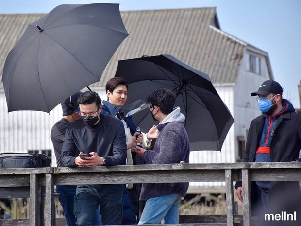 Lee Min Ho sao lại xuống sắc thế này: Tóc tai bù xù, mặt bê bết máu cùng thân hình phát tướng? - Ảnh 8.