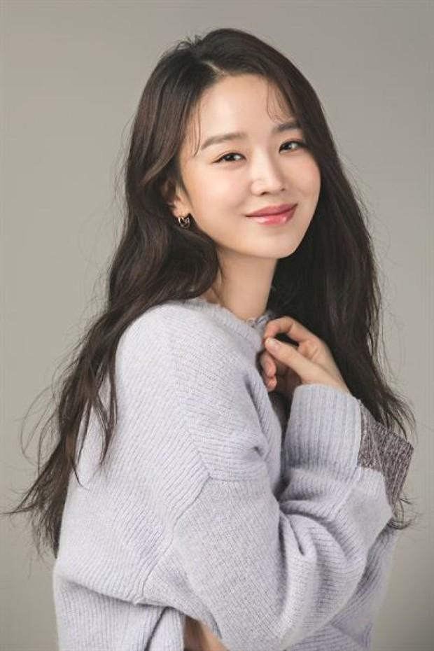 Shin Hye Sun ẵm hai đề cử Baeksang dù Mr. Queen bay màu vì xuyên tạc lịch sử - Ảnh 5.