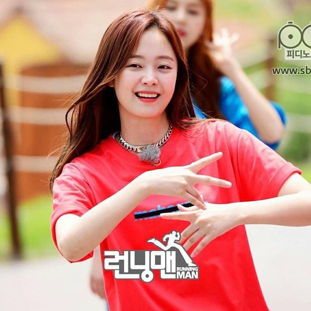 Nàng Ếch Running Man Jeon So Min suýt trở thành người lãnh đạn thay Seohyun khi bị bạn diễn xa lánh - Ảnh 2.