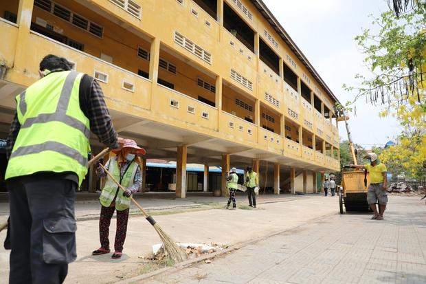 Số ca Covid-19 tăng nhanh, các bệnh viện Campuchia quá tải - Ảnh 2.