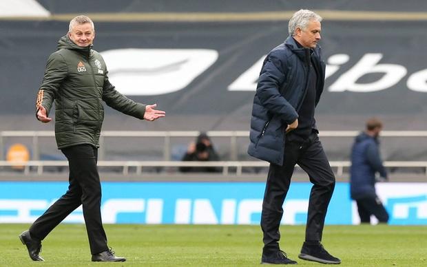 Lật mặt hay sự đổi vai giữa Solskjaer và Mourinho - Ảnh 1.