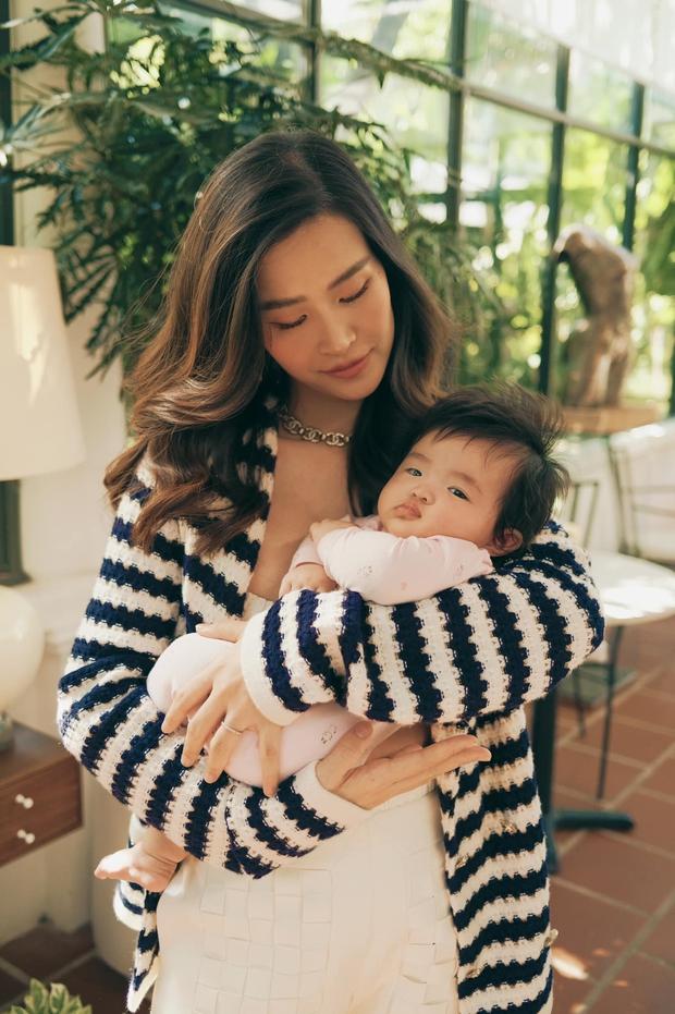 Đông Nhi khoe visual cực xịn bên con gái, hé lộ luôn chức vụ đặc biệt của bé khi mới 4 tháng tuổi - Ảnh 3.