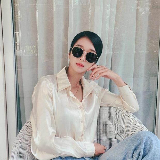 Điên nữ Seo Ye Ji chỉ diện sơ mi trắng basic mà vẫn sang hết chỗ chê, tấm gương mix đồ để học hỏi đây rồi! - Ảnh 1.