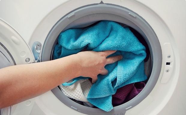 Áp dụng đúng 4 mẹo này đảm bảo máy giặt của bạn lúc nào cũng như mới - Ảnh 1.