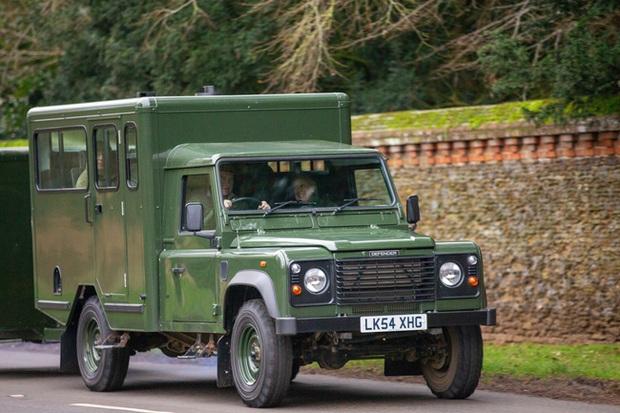 Điều bất ngờ về chiếc xe chở linh cữu Hoàng tế Philip trong ngày đưa tang, cỗ quan tài cũng mang ý nghĩa đặc biệt - Ảnh 2.