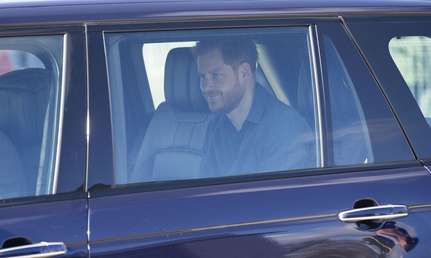Hoàng tử Harry cuối cùng đã có mặt tại Anh để chịu tang ông nội, lần đầu tiên trở về quê hương sau hơn 1 năm rời bỏ gia tộc - Ảnh 2.