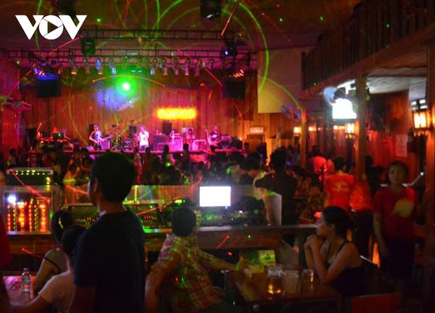 Lào đóng cửa tạm thời các tụ điểm vui chơi giải trí, nhà hàng ăn uống đến hết tháng 4 - Ảnh 1.