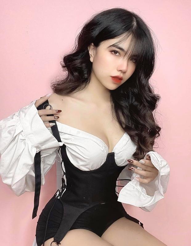 Hoàn thành công việc MC, Mai Dora bất ngờ thả dáng trong bộ đồ bơi hai mảnh, fan trầm trồ không ngớt - Ảnh 12.