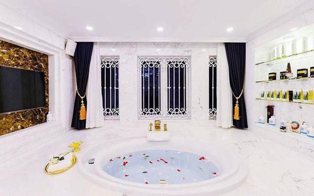 Nữ ca sĩ chi tiền tỷ mời Thái Công làm nội thất: Ở villa 200 tỷ, được chồng đại gia cưng chiều như bà hoàng - Ảnh 10.