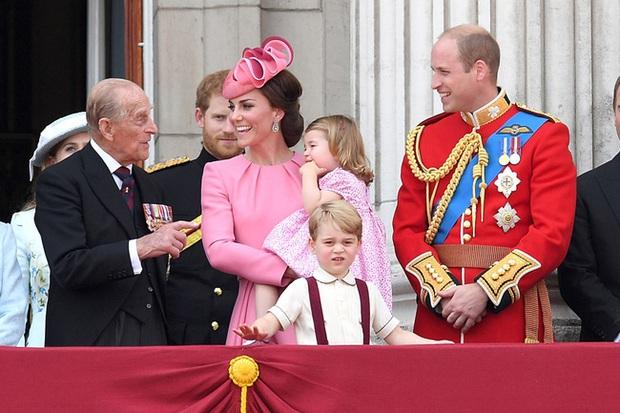 Vợ chồng Kate - William có động thái đầu tiên sau khi Hoàng thân Philip qua đời: Tinh tế, thầm lặng mà đầy xúc động - Ảnh 2.