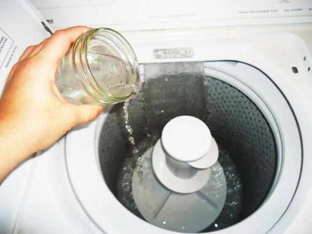 Áp dụng đúng 4 mẹo này đảm bảo máy giặt của bạn lúc nào cũng như mới - Ảnh 3.