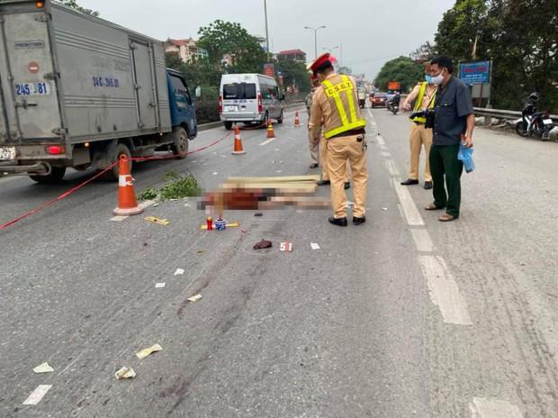 Clip: Tài xế container phát hiện nam thanh niên tử vong giữa quốc lộ trong đêm nhưng không phanh kịp - Ảnh 2.