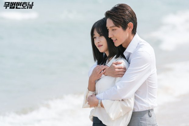 Chuyện ngược đời: Bắt tài tử Hạ Cánh Nơi Anh xa lánh Seohyun, Seo Ye Ji vẫn thân mật với Lee Jun Ki, còn ôm ấp ngay trên thảm đỏ - Ảnh 7.