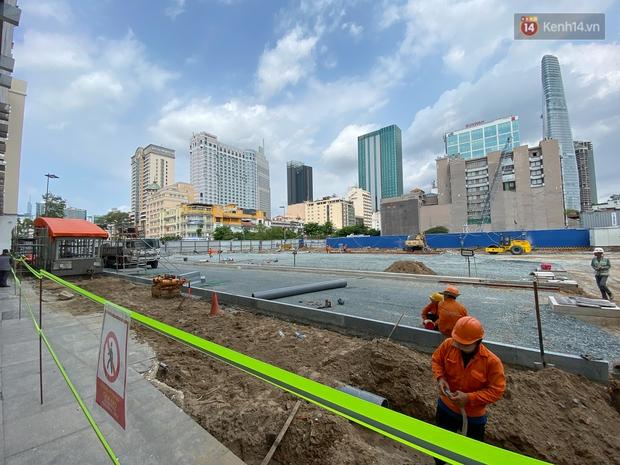 Một phần rào chắn Metro tại đất vàng trung tâm Sài Gòn được tháo dỡ, quán xá rục rịch khai trương trở lại - Ảnh 1.