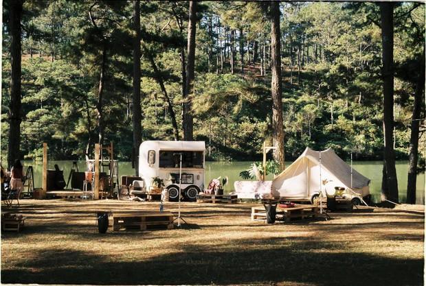 """Gặp anh """"bụi đời"""" sở hữu khu cắm trại hot nhất Đà Lạt, tiết lộ mức kinh phí ban đầu khiêm tốn bất ngờ - Ảnh 1."""