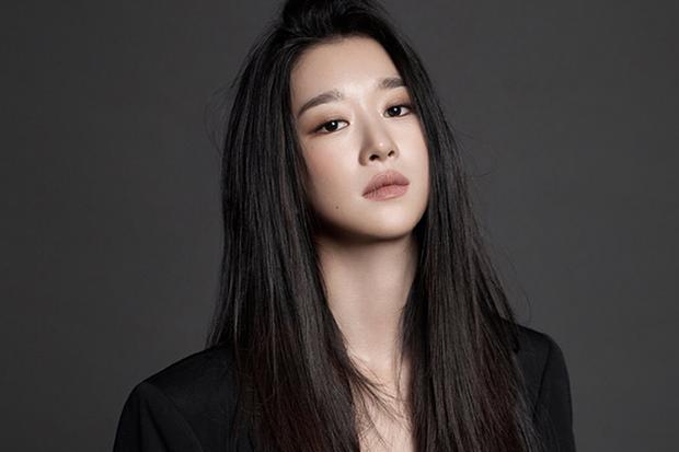 Seo Ye Ji rút lui gấp khỏi họp báo phim sau phốt điều khiển bạn trai, netizen hả hê: Ai bảo dám đụng vào SNSD! - Ảnh 1.