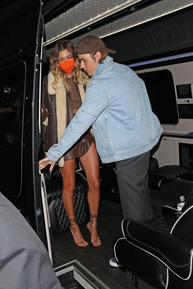 Hailey từng bị paparazzi cố ý chụp ảnh lộ hàng, hé lộ luôn nguyên nhân Justin Bieber luôn kè kè ở bên để bảo vệ cô - Ảnh 4.