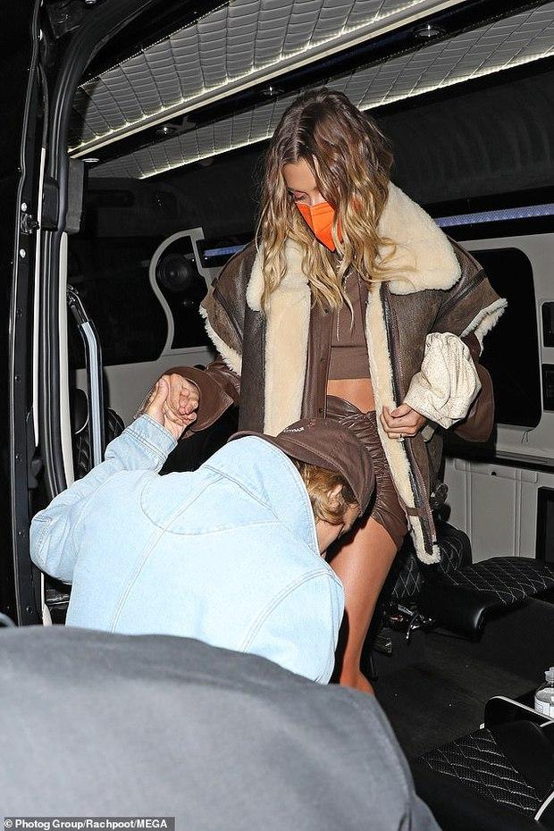 Hailey từng bị paparazzi cố ý chụp ảnh lộ hàng, hé lộ luôn nguyên nhân Justin Bieber luôn kè kè ở bên để bảo vệ cô - Ảnh 5.