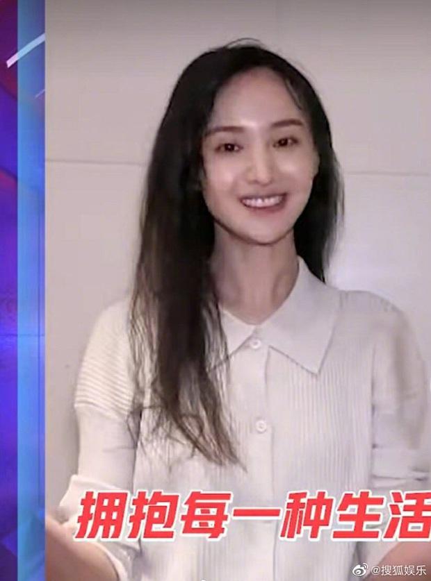 Đều sinh năm 1992, nhan sắc dàn nữ thần Cbiz lại quá khác biệt: Nhiệt Ba già chát, Trịnh Sảng - Dương Tử nhiều lần gây sốc - Ảnh 11.