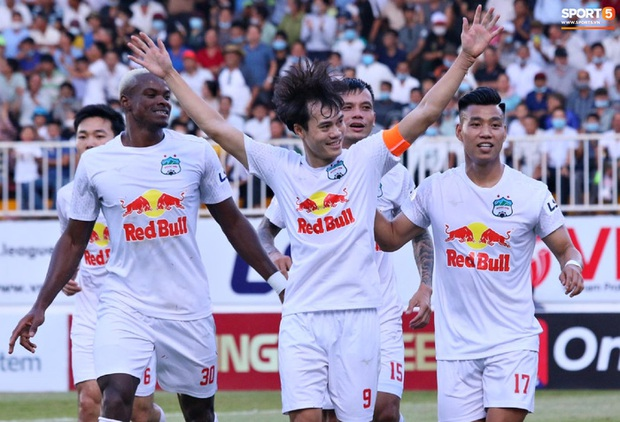Báo Thái phát cuồng với chiến thắng kịch tính của HAGL trước Nam Định, ấn tượng với HLV Kiatisuk - Ảnh 1.