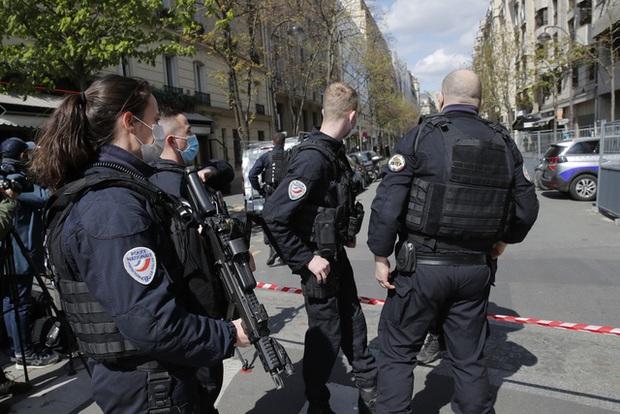 Nổ súng bên ngoài bệnh viện ở thủ đô Paris, 2 thương vong - Ảnh 1.