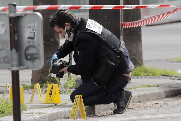 Nổ súng bên ngoài bệnh viện ở thủ đô Paris, 2 thương vong - Ảnh 2.