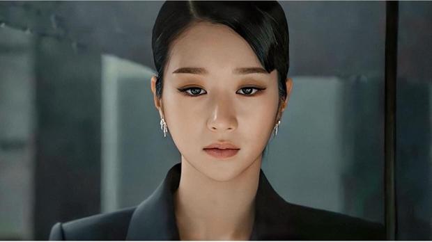 Seo Ye Ji mặc đồ rất sang, nhưng nhìn ánh mắt như dao cau khoét vào mỏm đá thế này thì bảo sao được gọi là điên nữ - Ảnh 1.
