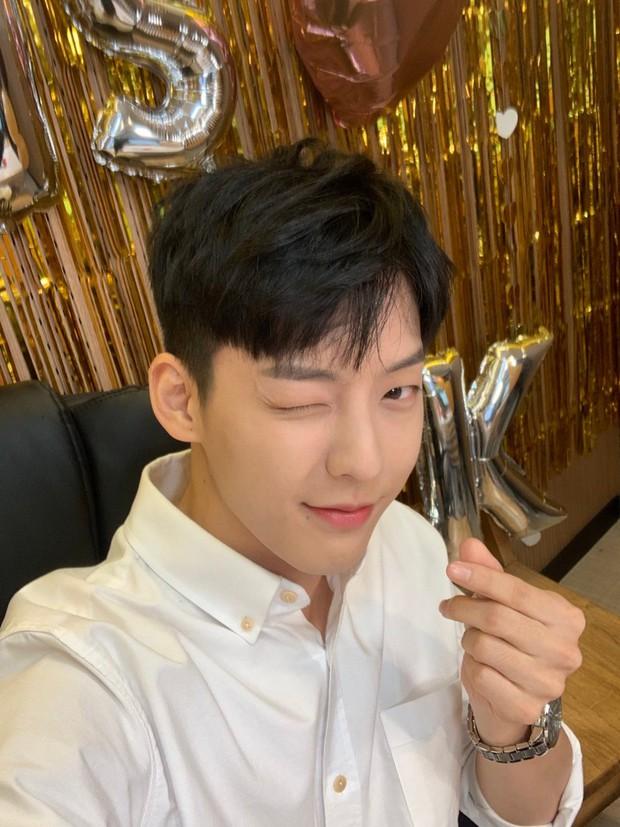 Thực hư chuyện Kpop tồn tại hội 4 anh chị em đều là idol, debut gần thập kỉ rồi mà tới giờ fan mới nhận ra? - Ảnh 6.