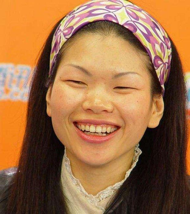 Siêu mẫu xấu nhất Trung Quốc kết hôn và sinh con trai, nhìn ngoại hình em bé ai cũng bất ngờ - Ảnh 1.