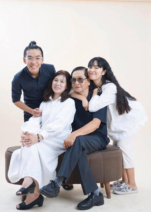 Đây là phản ứng của bố ruột Khánh Vân sau khi biết con gái bị chỉ trích vì đăng ảnh ngồi lên bia mộ - Ảnh 6.