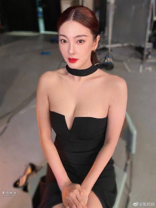 Mỹ nữ nóng bỏng nhất phim Châu Tinh Trì: Yêu nhanh cưới vội, cứ lấy chồng là gây rúng động - Ảnh 2.