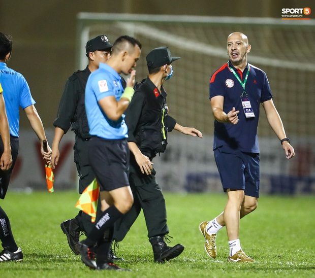 Xác định cầu thủ CLB TP.HCM húc đầu làm trọng tài chảy máu mồm trên sân Thanh Hoá - Ảnh 3.