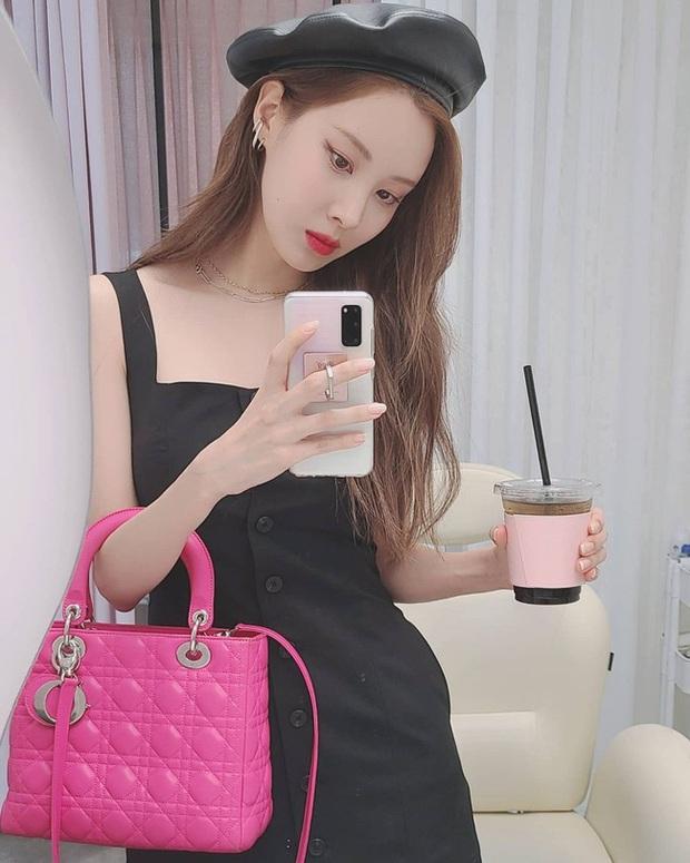 Em út 30 tuổi nhà SNSD - Seohyun có loạt outfit trẻ trung và nữ tính, xem mà muốn copy hết luôn! - Ảnh 3.