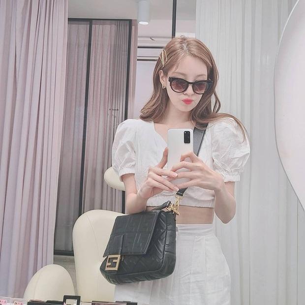 Em út 30 tuổi nhà SNSD - Seohyun có loạt outfit trẻ trung và nữ tính, xem mà muốn copy hết luôn! - Ảnh 4.