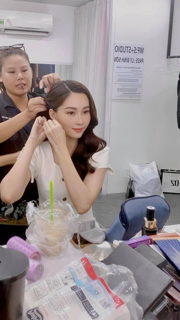 Ekip làm việc bóc nhan sắc của Hoa hậu Đặng Thu Thảo qua camera thường, chụp vội vài tấm mà vẫn xinh đến câm nín - Ảnh 3.
