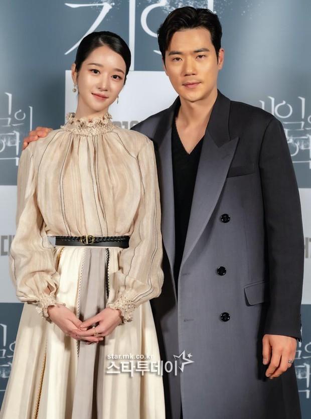 Seo Ye Ji: Đóa hoa báu vật nở muộn bị lột mặt nạ sau 1 đêm, điên nữ đáng sợ từ phim ra đời thực mấp mé ở bờ vực toang cả sự nghiệp - Ảnh 14.