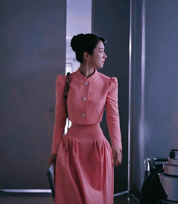 Seo Ye Ji: Đóa hoa báu vật nở muộn bị lột mặt nạ sau 1 đêm, điên nữ đáng sợ từ phim ra đời thực mấp mé ở bờ vực toang cả sự nghiệp - Ảnh 8.
