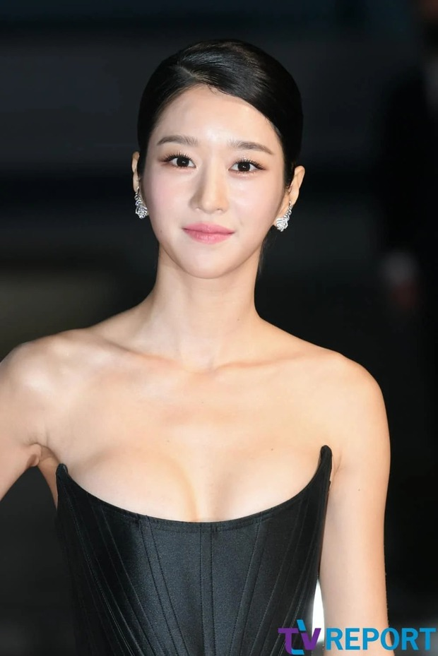 Những màn o ép vòng 1 muốn bung cúc của Seo Ye Ji: O ép bức thở trên thảm đỏ, từ tạp chí ra ngoài đời đều khoe bỏng mắt - Ảnh 6.