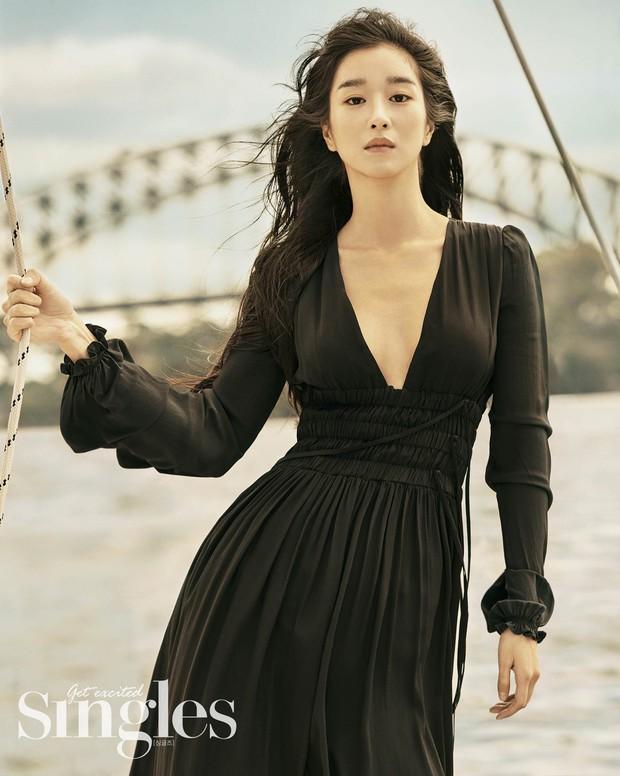 Những màn o ép vòng 1 muốn bung cúc của Seo Ye Ji: O ép bức thở trên thảm đỏ, từ tạp chí ra ngoài đời đều khoe bỏng mắt - Ảnh 14.