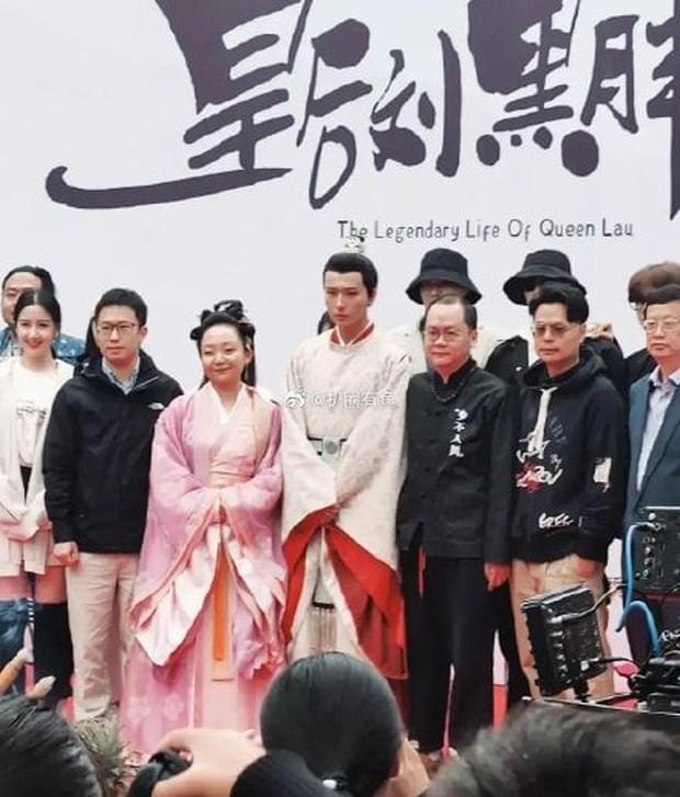 Xuất hiện Kim Jung Hyun bản Trung tại lễ khai máy phim mới, mặt lạnh tanh khiến nữ chính tắt cả nụ cười - Ảnh 4.